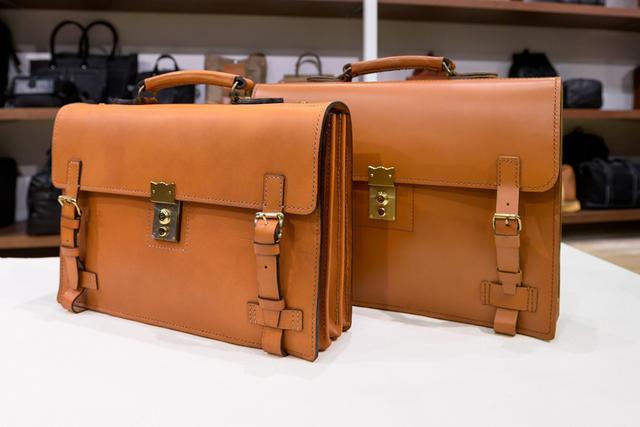 画像: 創業者の吉田吉蔵氏が生前に手縫いで作ったバッグ。