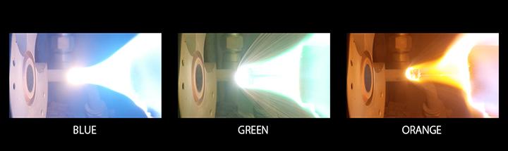 画像: 実験では青、緑、オレンジの発光に成功している。