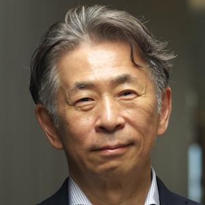 画像: 紺野 登 氏 多摩大学大学院 経営情報学研究科 教授。一般社団法人 Japan Innovation Network 代表理事。 一般社団法人フューチャーセンター・アライアンス・ジャパン(FCAJ)代表理事。KIRO株式会社(Knowledge Innovation Research Office)代表。 早稲田大学理工学部建築学科卒業、博士(経営情報学)。組織や社会の知識生態学(ナレッジエコロジー)をテーマに、リーダーシップ教育、組織変革、研究所などのワークプレイス・デザイン、都市開発プロジェクトなどの実務にかかわる。またFCAJやトポス会議(World Wise Web)などを通じてイノベーションの場や世界の識者のネットワーキング活動を行っている。2004年〜2012年グッドデザイン賞審査員(デザインマネジメント領域)。著書に『ビジネスのためのデザイン思考』、『知識デザイン企業』、『知識創造経営のプリンシプル』(野中郁次郎氏との共著)などがある。