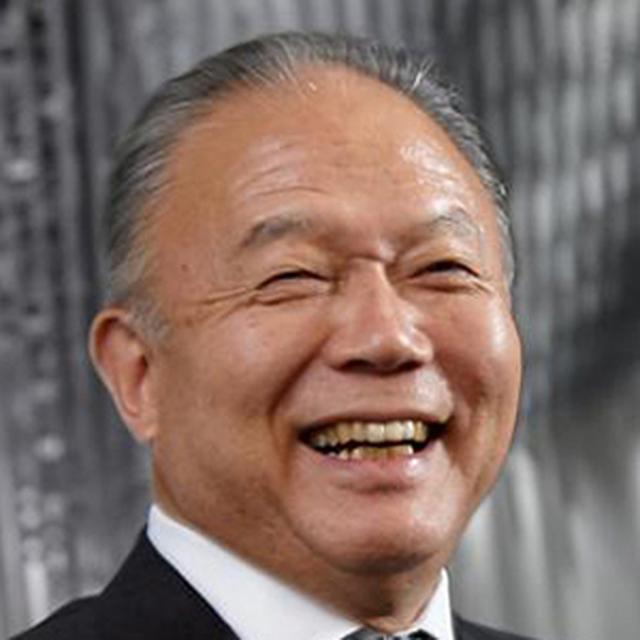画像: 吉田忠裕(よしだただひろ) 1947年、富山県生まれ。慶應義塾大学法学部を卒業後、米国ノースウエスタン大学ビジネススクール(ケロッグ)にてMBAを取得。1972年、父の故・吉田忠雄氏が創業した吉田工業株式会社(現・YKK株式会社)に入社。1985年取締役副社長に就任し、1990年にYKKアーキテクチュラルプロダクツ(現・YKK AP)の社長を兼任。1993年吉田工業社長に就任後、翌1994年社名を現在のYKKに変更。1997年に特定非営利活動法人黒部まちづくり協議会を立ち上げ、初代会長を務めた。2011年、YKK株式会社 代表取締役会長CEOとYKK AP株式会社 代表取締役会長CEOに就任。