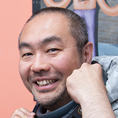 画像: 山口征浩 -Masahiro Yamaguchi- 1977年生まれ。2000年、同志社大学工学部中退。同年、情報セキュリティ対策製品などを開発するイーディーコントライブ株式会社にアルバイトとして入社。2003年、上場にともない社長に就任。退任後、31歳のときにMIT(マサチューセッツ工科大学)へ留学。 帰国後の2014年、VR技術の研究開発を行うため「Psychic VR Lab」を立ち上げ、 2016年に法人化する。これまでファッションVRショッピングサービス「STYLY」、ファッションVRプラットフォーム「STYLY Suite」などを発表し、VR領域のフロントランナーとして注目されている。