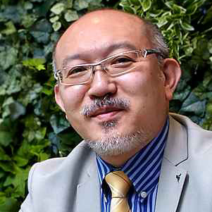 画像: プロフィール:山口典男(やまぐちのりお) 1963年、東京都生まれ。1987年、電気通信大学電気通信学部を卒業。同年、国際電信電話株式会社(現・KDDI株式会社)に入社し、人工知能を応用したネットワーク管理システムの研究開発に従事。2000年より日本ヒューレット・パッカード株式会社にてサービス開発コンサルティングを担当。2005年にボーダフォン株式会社(現・ソフトバンク株式会社)に入社し、通信卸売事業の責任者としてディズニーモバイルなどを手掛けた。2008年、ヘルスケアシステムの情報モデル研究で博士号(情報システム科学)を取得(公立はこだて未来大学)。現在、ソフトバンクグループのPSソリューションズ株式会社 CPS事業本部 本部長を務め、ソフトバンク株式会社 ITサービス開発本部 CPS事業推進室室長を兼任(2016年5月1日時点)。