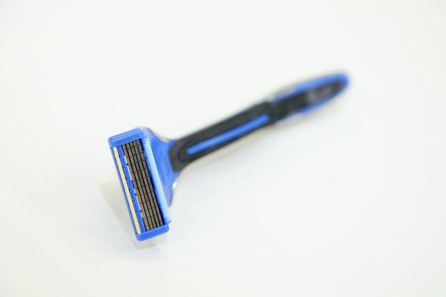 画像: 現在は、5枚刃が貝印の替え刃式カミソリの主流になっている。