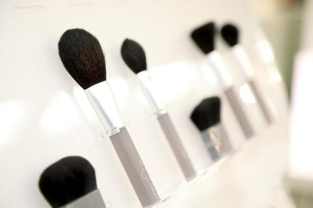 画像: 美容のプロからも高評価の「KOBAKO」メイクアップブラシ。同社の美容グッズは刃物商品だけにとどまらない。
