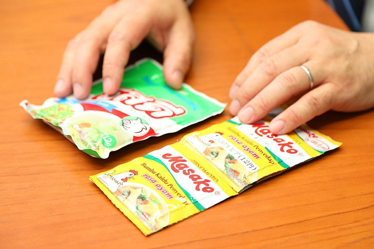 画像: 味の素グループがタイで販売している「Ros Dee」(左)と、インドネシアの「Masako」。