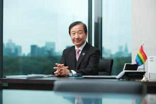 元日本たばこ産業株式会社 代表取締役副社長兼副CEO 新貝康司氏