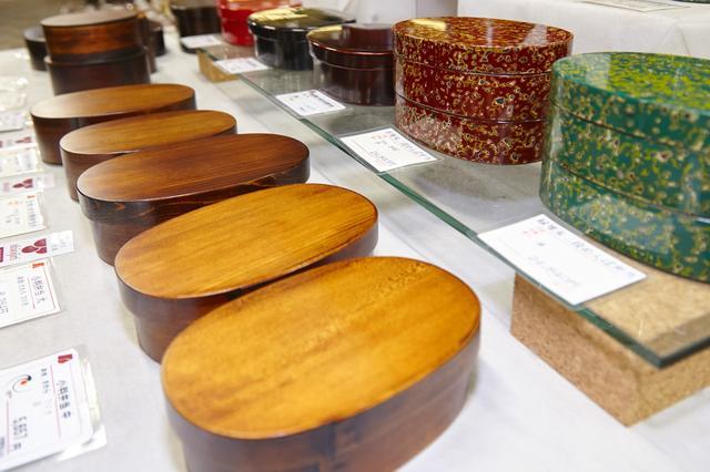 画像: 木曽漆器が所狭しと並ぶ、塩尻・木曽地域地場産業振興センター。