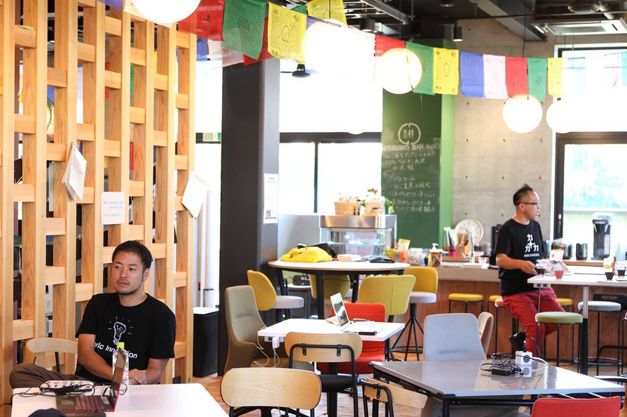 画像: インタビュー場所となった「スナバ」。1階がコワーキングスペースになっている。