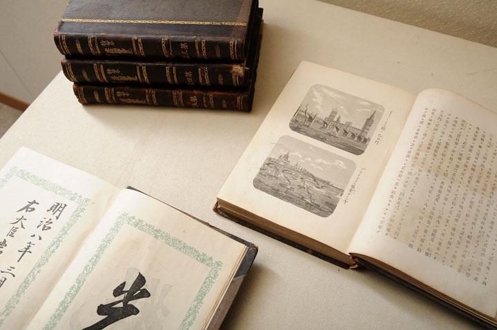画像: 『特命全権大使 米欧回覧実記』初版本。300点以上に上る銅版画の挿絵が読者を楽しませてくれる。