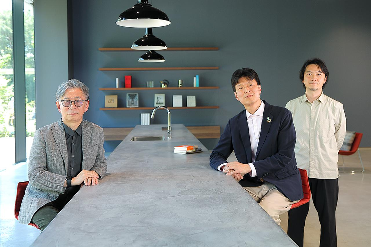 画像: (from left) business scholar Dr. Noboru Konno, Masakatsu Mori from Hitachi, and host Yukinobu Maruyama from Hitachi.