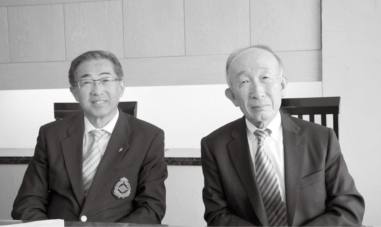 画像: スロープシステムの浸透ぶりを話す北川勝義支配人(左)と小杉善嗣ハンディキャップ委員長(右)。