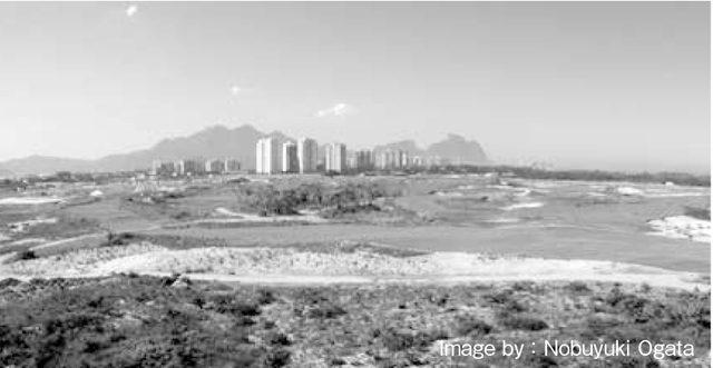 画像: リオ大会オリンピックゴルフコース。砂地帯と低木に覆われたエリアがグリーン近くまで侵入。
