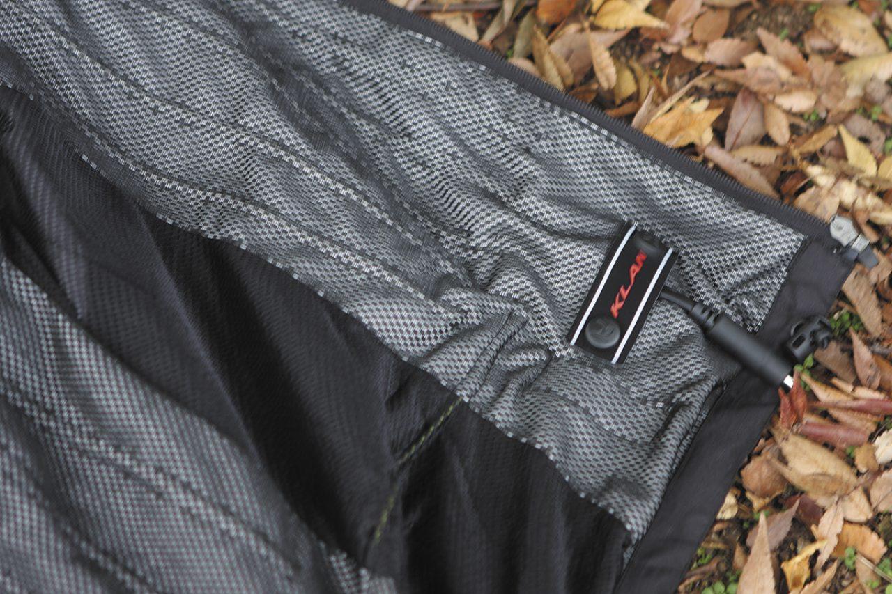 画像: KLANの電熱ジャケットは、内側に電熱線が入っていて強制的に体を温めてくれます。電源はバイクのバッテリーから。これなら普段着ている薄手の革ジャケットなどに組み合わせるだけでOK。 www.japex.net