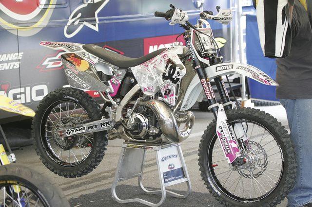 画像: 彼のFMX用バイク。細部にもこだわりがたくさん。2006 X GAMES XII