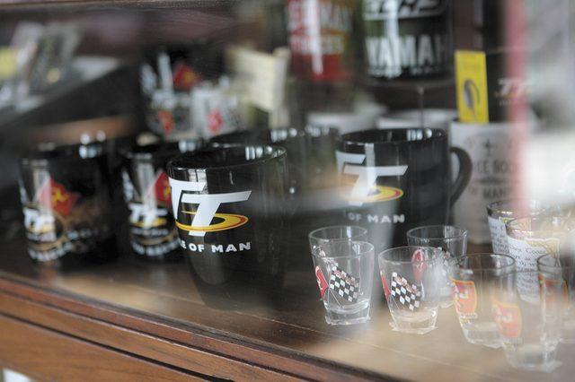 画像: アパレルだけでなくTTグッズもたくさん! オンラインでも購入可能。 http://portdouglasiom.com