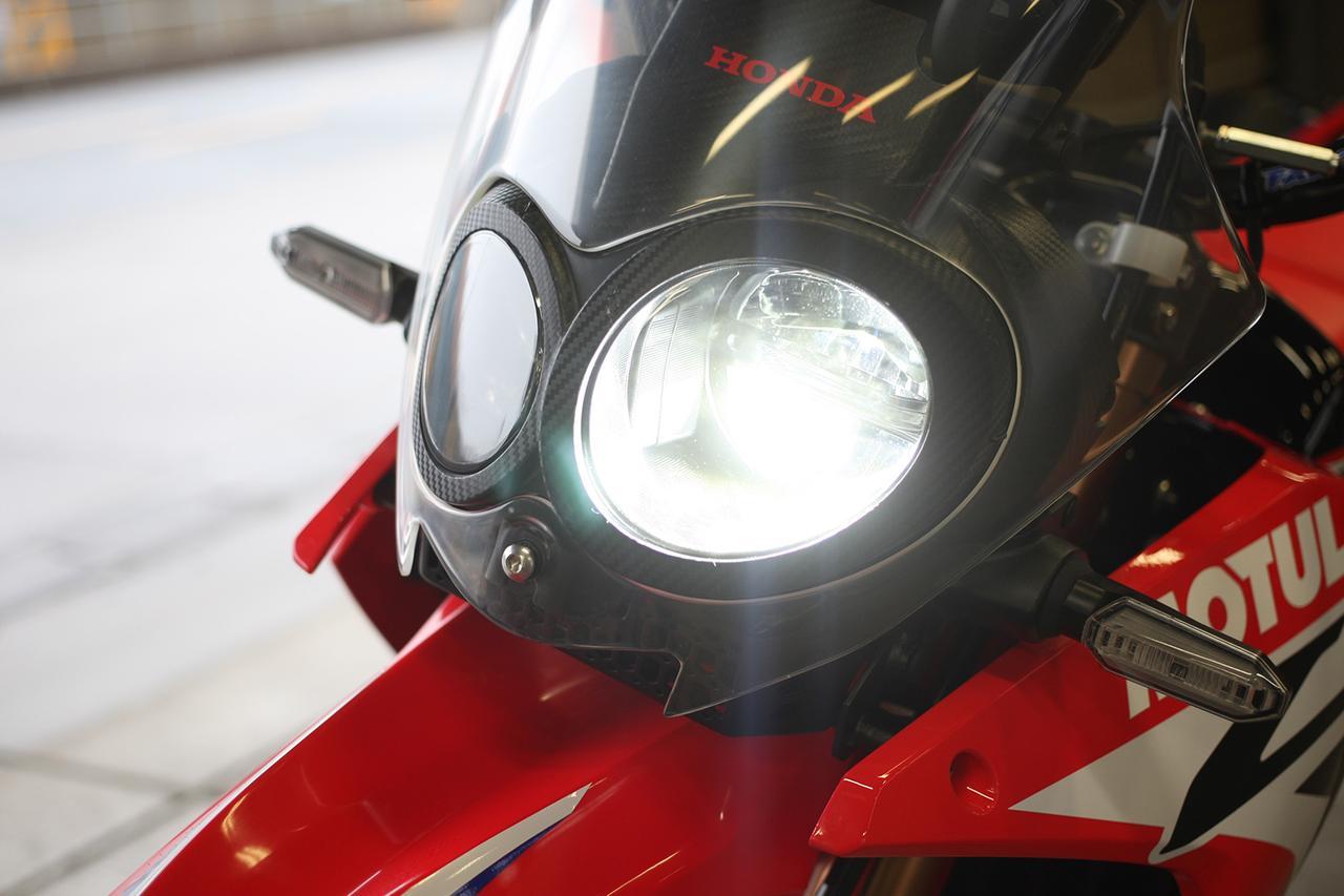 画像: ヘッドライトはLEDの2連