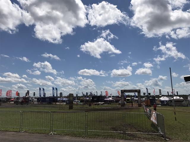 画像: アスンシオンの特設会場全景。遠くにアスンシオンの街の中心が見える