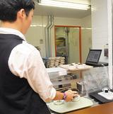 画像: 食堂に導入された指静脈認証システム