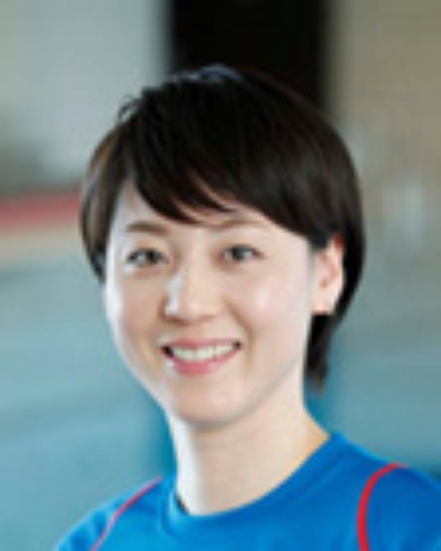 画像: 元競泳日本代表 日本水泳連盟理事 萩原 智子氏 2000年、シドニーオリンピック日本代表。「ハギトモ」の愛称で親しまれ、2001年の世界選手権では自由形リレー銅メダル、2002年の日本選手権では史上初の個人4冠達成など、数々の業績を残す。2004年に一度は引退したものの、2009年に現役復帰。2010年には30歳で日本代表に返り咲いた。2012年の引退後は、スポーツコメンテーター、水泳教室、講演活動などで活躍。2013年から日本水泳連盟理事に就任し、NHK「NEWS WEB」では2014年度ネットナビゲーターを務める。プライベートでは一児の母としても奮闘中。