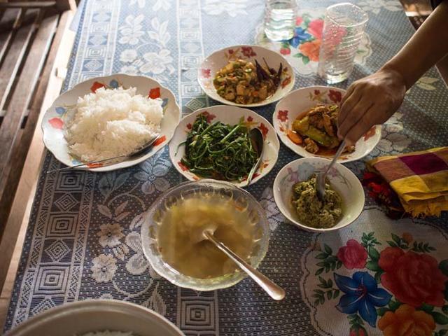 画像1: 世界のおもてなし第11回:あの懐かしい食事風景をもう一度 ~ミャンマーのお惣菜~ (2016年8月16日号)