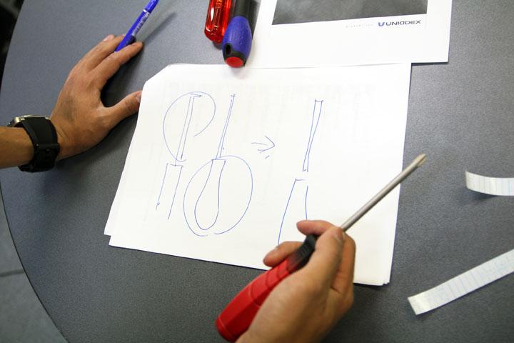 画像3: 【広報室「工夫し隊」の挑戦 その2】納涼 ドライバーによる花火 ~「エクセレント」を、道具で表現してみました。
