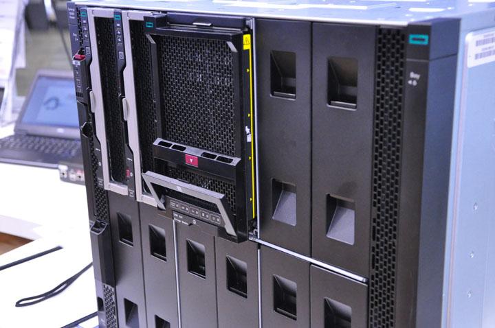 画像: SDIコーナーでは、HPE Synergyの静態展示も