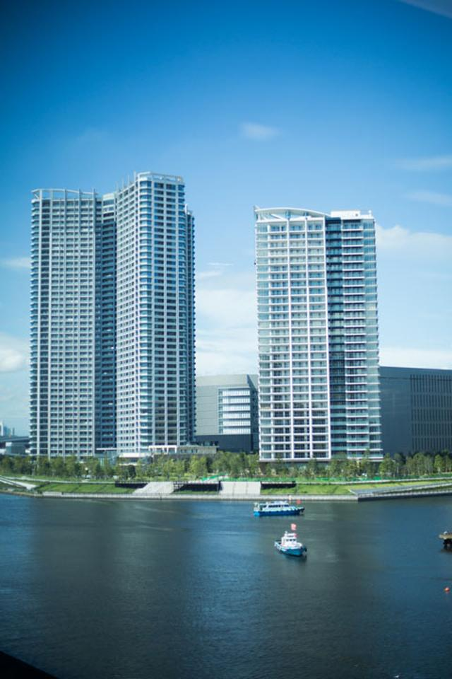 画像: ビルから見える東雲の運河の様子。