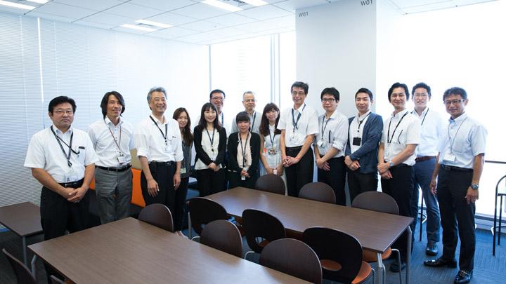 画像8: ユニアデックスの社員を撮影した写真をご紹介します  【その3】コールセンター(2017年10 月2日号)