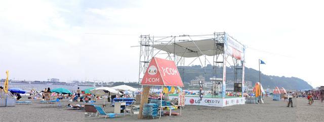 画像: この日は、あいにく曇りぎみ。この一帯は2020年の東京オリンピックのヨット競技会場になる。写真左奥のヨットハーバーの辺りがスタート地点になるらしい。