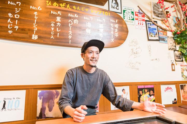 画像: ひめぜん店主 藤元重臣さん。ダンサーのようにスリムでフレンドリーな方です。