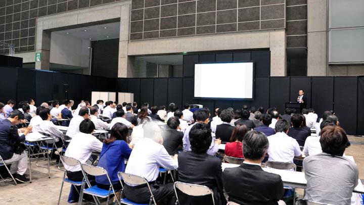 画像: セミナー会場では、今年2つの講演を実施。1日目が「クラウド時代の新しいITセキュリティーガバナンスの確立~CASB & IDaaS~」、2日目が「クラウドとSDNの連携がもたらす次世代IT基盤の姿」。いずれも定員100名のところに立ち見が出るほどの盛況でした。写真はSDNの講演の模様です。