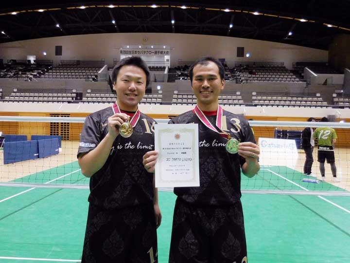 画像: 2017年12月に開催された「第28回全日本セパタクロー選手権大会」で、 準優勝! しました。左が、後輩でエンジニアの吉田 和志さん