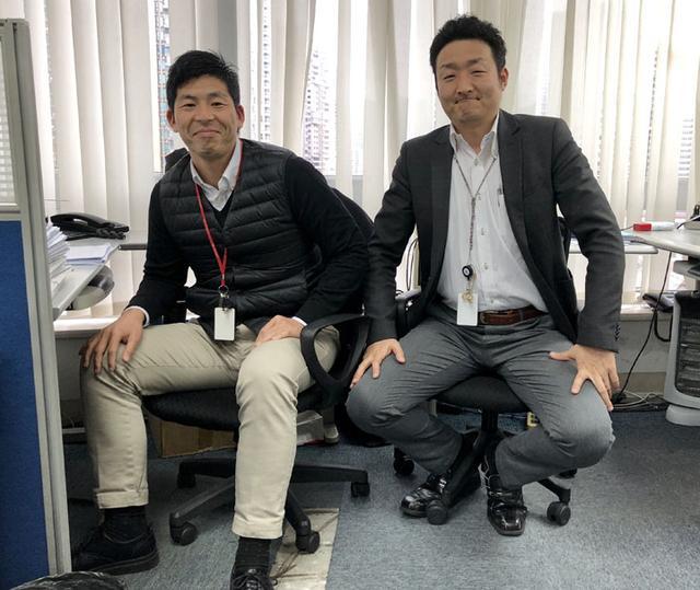 画像: NM上海のオフィスにて。右は、日本人技術責任者。
