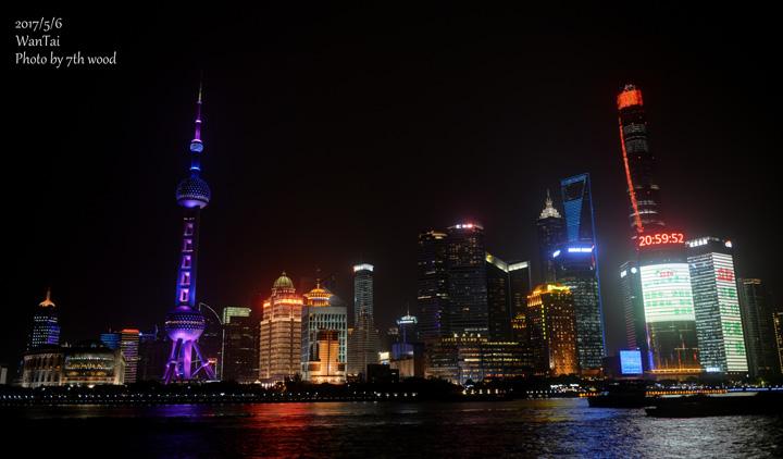 画像1: 外灘(わいたん:租界時代に建てられたレトロ建築がそのまま残る、上海の夜景スポット)