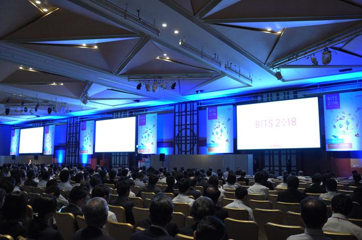 画像: 初日の基調講演は、早稲田大学大学院 早稲田大学ビジネススクール教授平野 正雄 氏。テーマはビジネスエコシステム。その後、スマートタウンがテーマの特別公演が行われました。