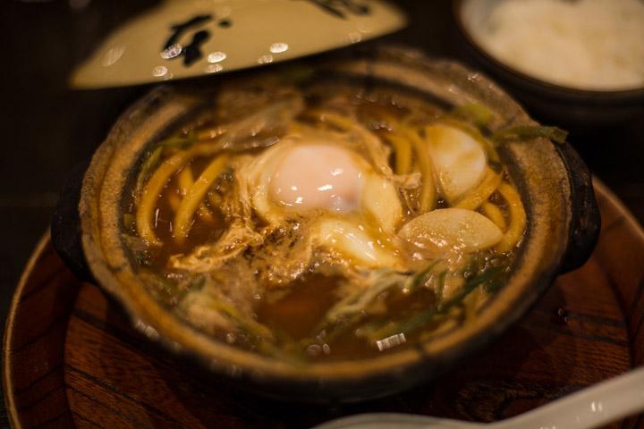 画像: 阿部さんがお昼に食べたみそ煮込みうどん。