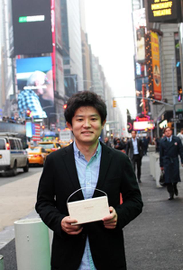 画像: プロフィール 大堀相馬焼「松永窯」4代目 松永武士(まつなが たけし) 1988年福島県浪江町生まれ。慶應義塾大学在学中に起業し、中国で事業を展開。中国に渡る2日前に東日本大震災が起こる。中国のほか香港、カンボジアでもヘルスケア関連事業を展開。家業でもある「大堀相馬焼」の再生に尽力するため帰国。大堀相馬焼をビジネスとしても成立させるため、これまでの経験・知見を生かして事業を展開している。
