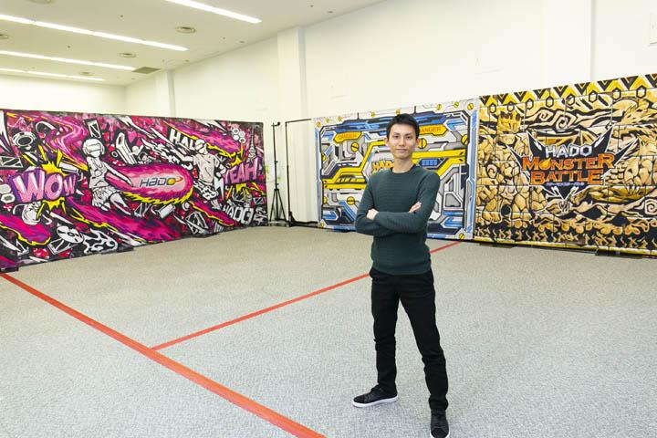 """画像: プロフィール 株式会社meleap CEO 福田 浩士(ふくだ ひろし) 東京大学大学院卒業後、株式会社リクルートに就職。2014年に独立し、株式会社meleapを設立。""""かめはめ波""""を撃ちたいという想いからAR技術を活用し、HADO(ハドー)を作り出す。現在、23カ国55カ所にHADOの店舗を展開。2016年からはAR/VR初の大会「HADO WORLD CUP」も開催。「テクノスポーツで世界に夢と希望を与える」というビジョンを掲げ、サッカーを超えるスポーツ市場の創造を目指す。"""