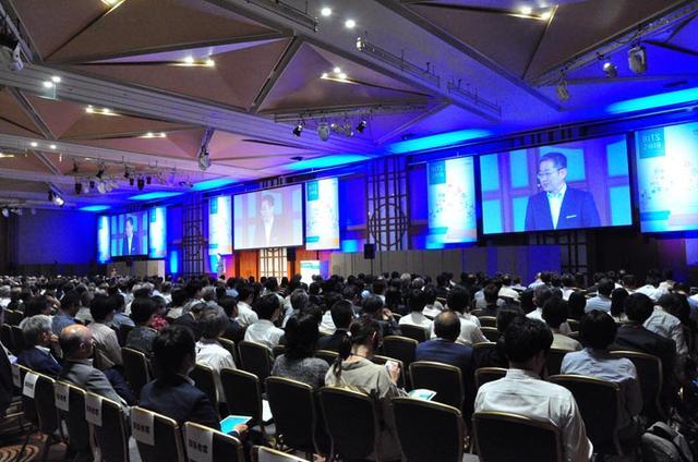 画像: 基調講演会場は今年もほぼ満員で壮観