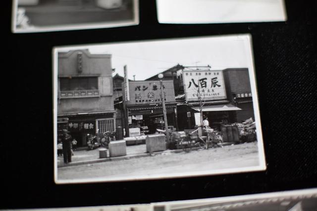 画像: 昭和24年に創業したパン屋「三栄堂」の店舗。50坪の分譲地を隣の八百辰と半分ずつわけてのスタートだった