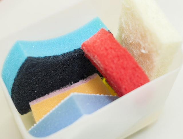 画像: 清掃する場所、素材によって何種類ものパッドを使い分ける