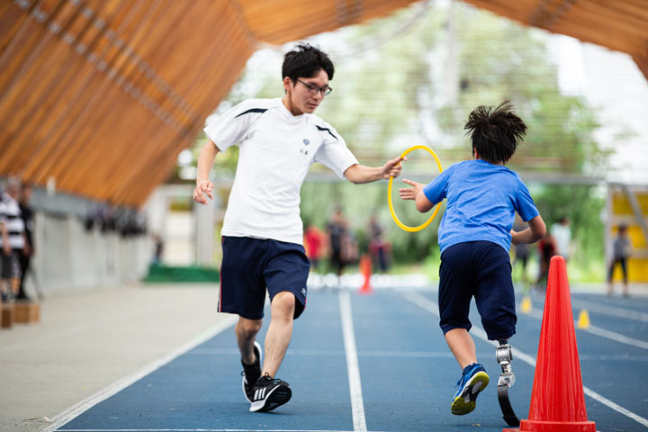画像: 義肢装具士の仕事に興味がある高校生も一緒に走る。誰でも参加できるのが魅力