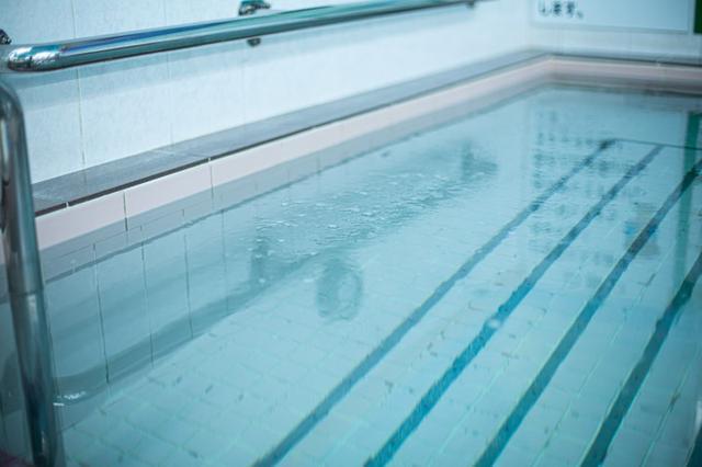 画像: 高濃度人工炭酸泉の湯は、ぬるめの設定。他に、スクリュージェット(泡風呂)と寝風呂も