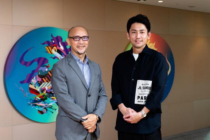 画像: NYでご活躍中の嵜本社長のご友人が制作されたアート作品を前に、ミーハーに記念撮影