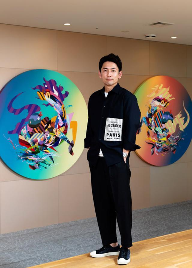 画像: プロフィール バリュエンスホールディングス株式会社代表取締役社長 嵜本晋輔(さきもと しんすけ) 1982年、大阪生まれ。2001年にJリーグのガンバ大阪に入団。JFLの佐川急便大阪SCを経て2004年に現役引退。父親が営むリサイクルショップに入社する。2007年に実兄2人とブランド品に特化したリユース事業「MKSコーポレーション」を立ち上げる。2人の実兄が洋菓子店事業に進出したのを機に、「MKSコーポレーション」のリユース事業を移管する形で独立し、株式会社SOUを設立。2018年に東証マザーズへの新規上場を果たす。