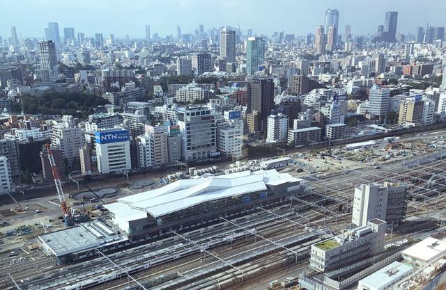 画像: オフィスからはこのように建設中の高輪ゲートウェイ駅が見える。この写真ではわからないが、新宿副都心、六本木ヒルズ、東京タワー、スカイツリーが首を動かさずに一望できる