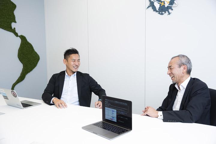 画像: INSIGHT LAB社のCEO遠山 功さん(左)と執行役員 横尾 聡さん(右)。