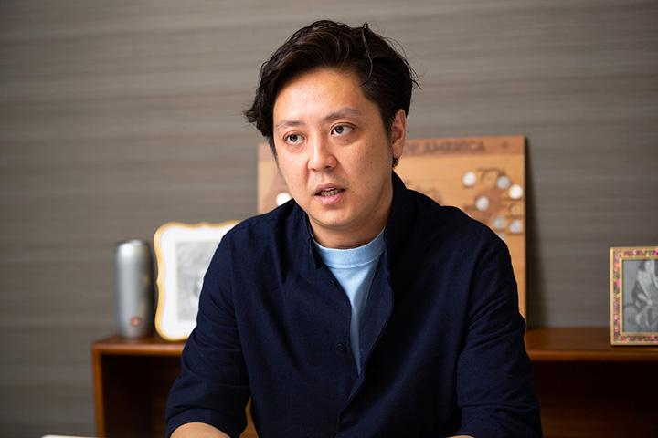 画像: 窪田さんの原体験の中には、両親をはじめアパレル業界の中で生き生きと働く方たちの笑顔があった。その記憶が窪田さんの原動力の1つともなっている。
