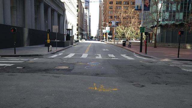 画像: オフィス街も誰も歩いていません