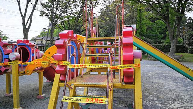 画像: 学校はお休み、公園遊具は使用禁止。子どもたちのストレスが心配です